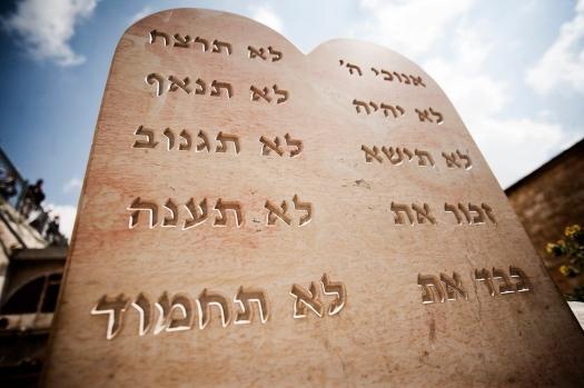 mandamientos sinai dios ateismo moises biblai pentateuco religion