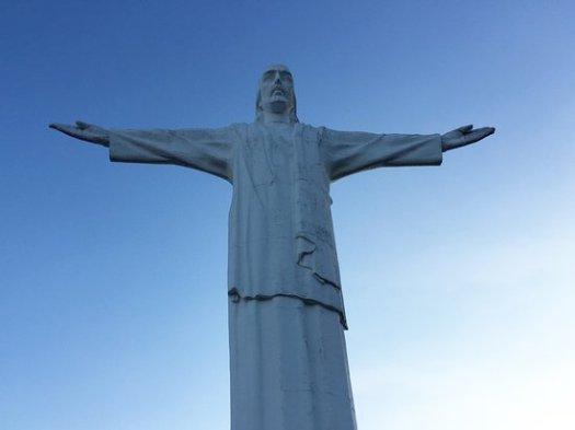 cristo-rey-statue