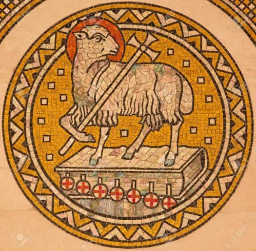 38897058-jerusalÉn-israel-03-de-marzo-2015-el-cordero-de-dios-mosiaic-en-el-altar-lateral-de-la-iglesia-evangéli