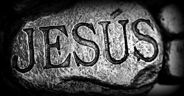 santo-nombre-de-jesus-grabado-en-piedra